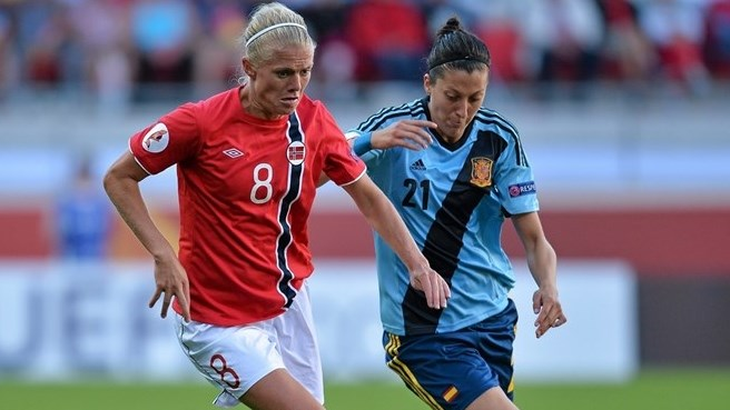 Solveig Gulbrandsen (Norway) & Jennifer Hermoso (Spain)