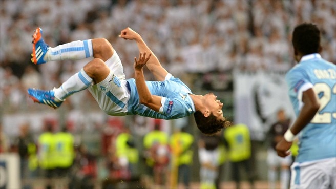 Hernanes pushes Lazio past Legia