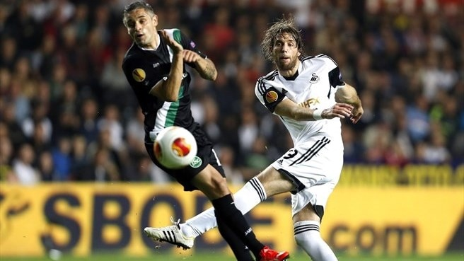 Mario Mutsch (FC St Gallen) & Michu (Swansea City AFC)