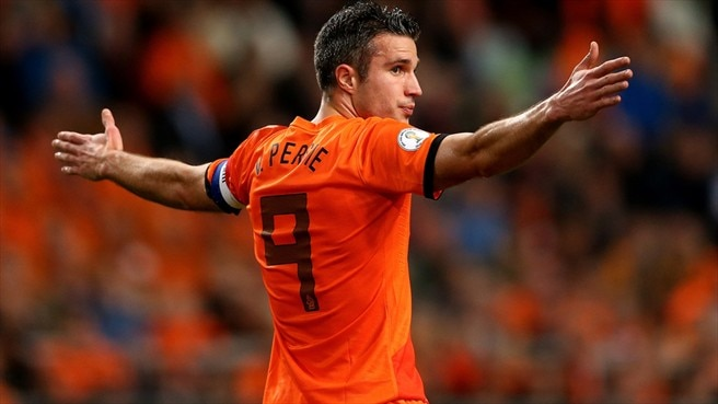 Van Persie sets scoring record in Dutch romp