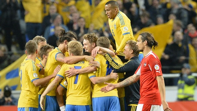 Ibrahimović stays calm to keep Sweden alive