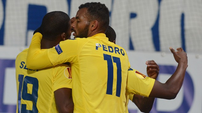 Estoril Praia Celebrate Goal