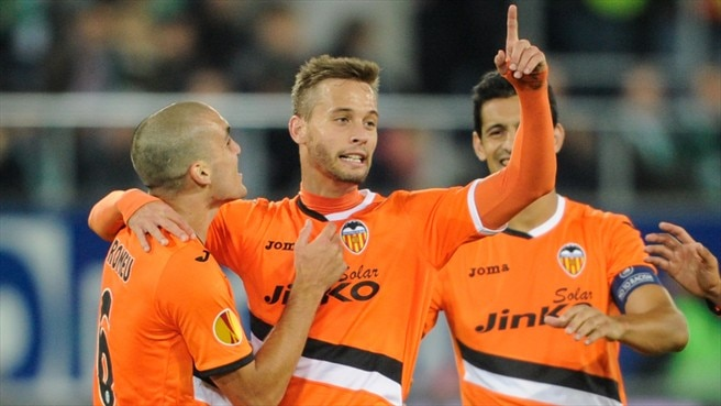 Canales swoops to send Valencia through