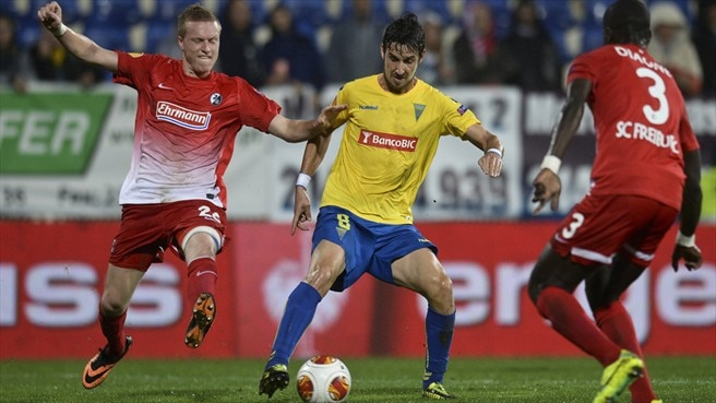 Freiburg's Baumann defies Estoril