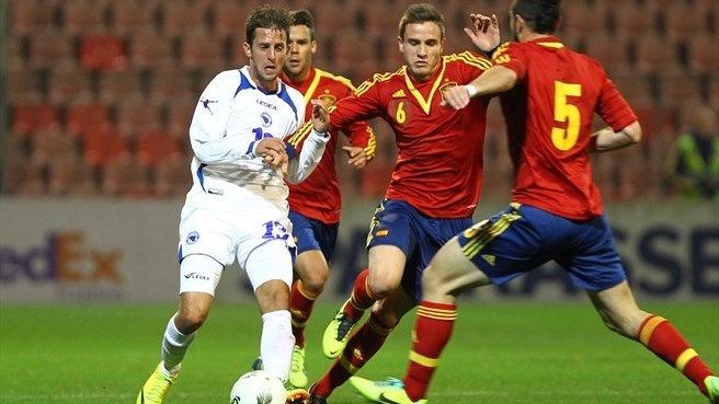 Spain march past Bosnia and Herzegovina in style