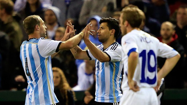 Agüero at double as Argentina overpower Bosnians