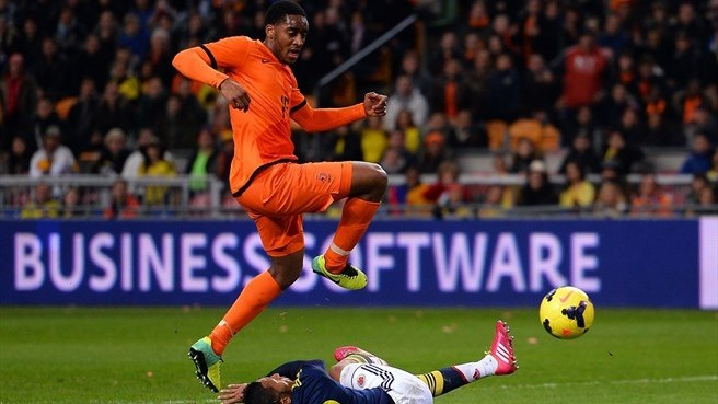 Netherlands cling on against Colombia