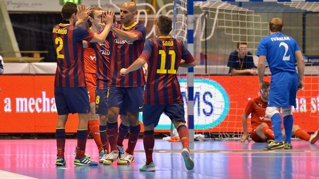 Barcelona, Dinamo among elite round pacesetters