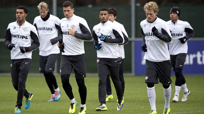 PSV Eindhoven players train