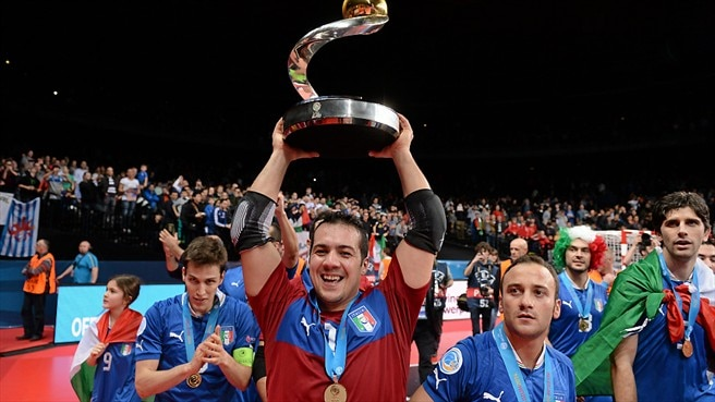 Champions Italy repay their fans' love