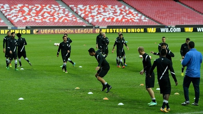 PAOK FC players train
