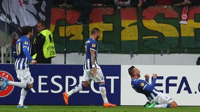 Porto snatch last-16 place from Eintracht's grasp