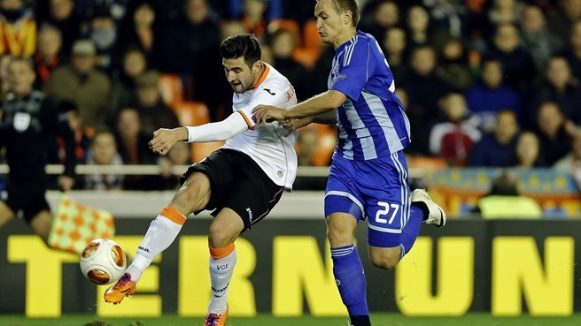 Valencia hold firm to end Dynamo hopes