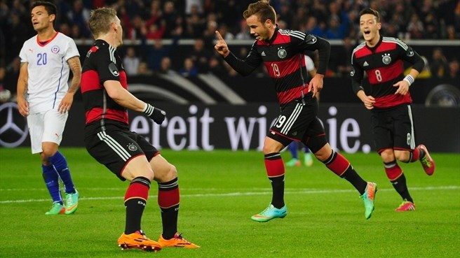 Germany cling on against battling Chile
