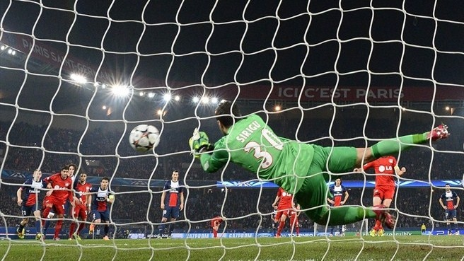 Sirigu seeking firmer focus from Paris