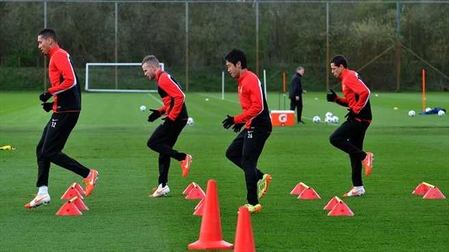 Manchester United FC players train