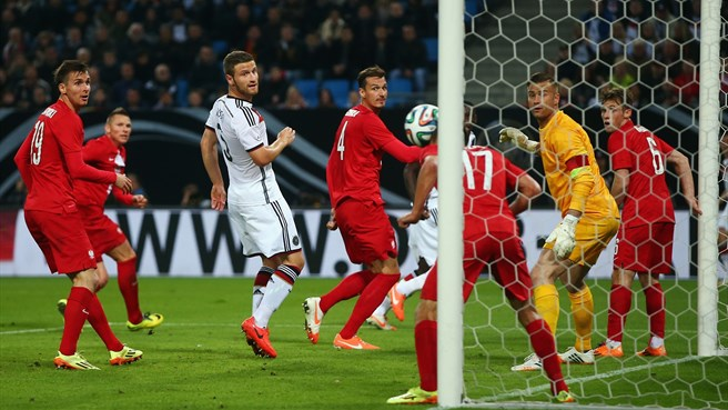 Youthful Germany frustrated by Poland