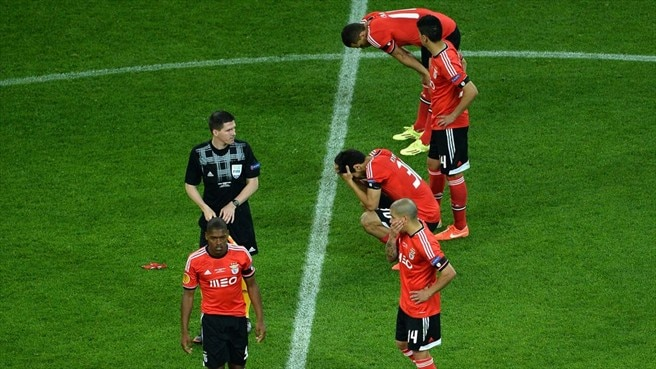 SL Benfica players react
