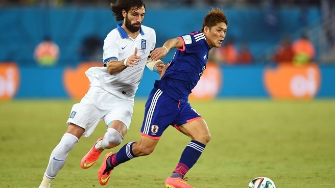 Ten-man Greece hold Japan at bay