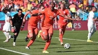 Substitutes finish off Chile as Oranje take top spot