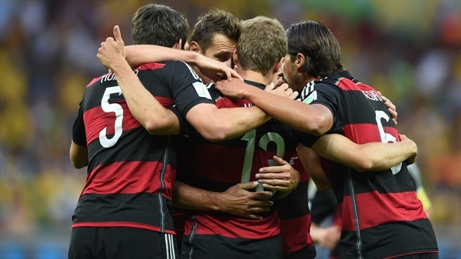 Klose breaks record for seven-goal Germany