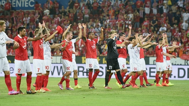 1. FSV Mainz 05 players celebrate