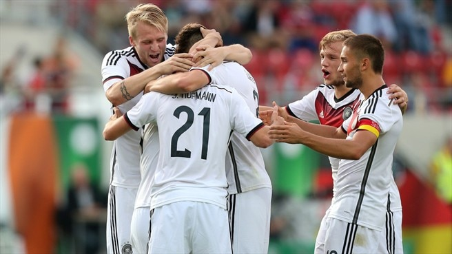Germany beat Ireland to book play-off berth