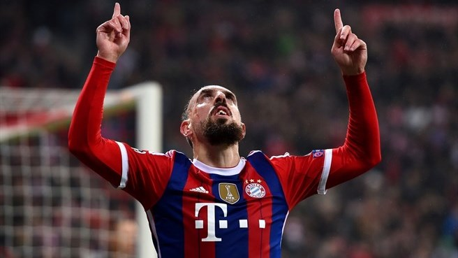 Bayern beat Roma to claim first place in Group E