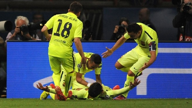 Suárez at the double as Barcelona beat Paris