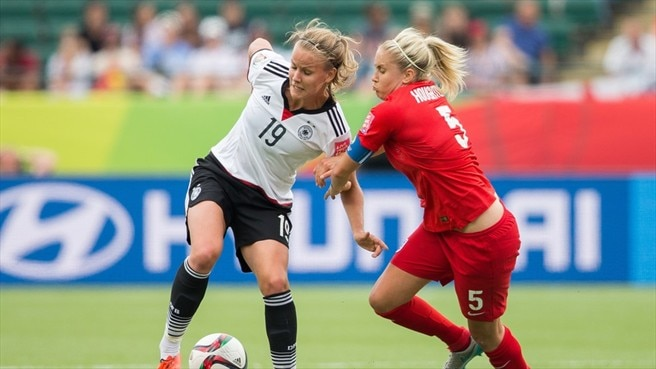 Lena Petermann (Germany) & Steph Houghton (England)