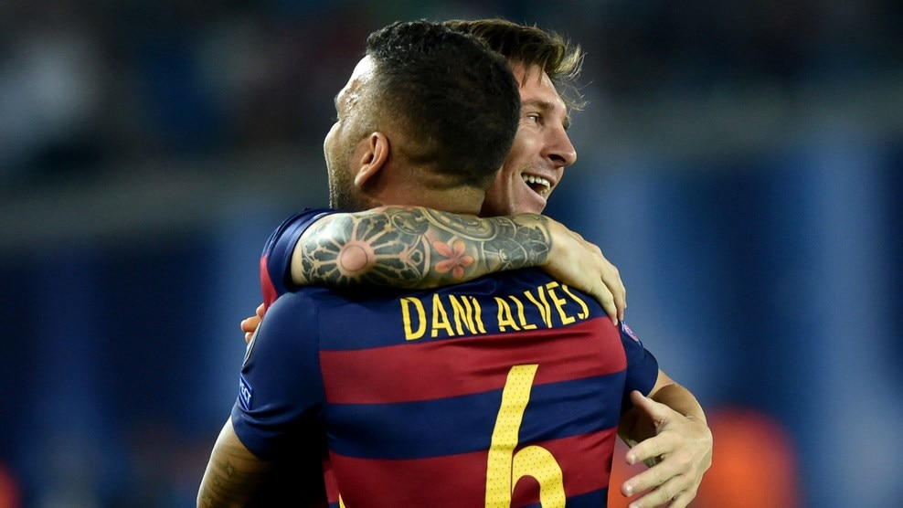 UEFA News: Messi Et Alves Battent Des Records