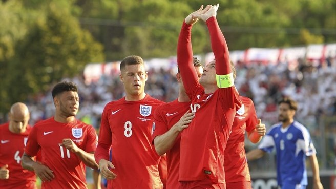 Rooney matches record as England reach finals