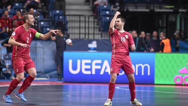 Record crowd roars hosts Serbia to victory