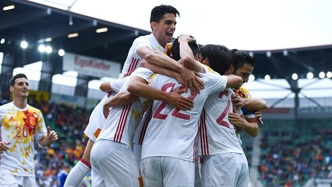 Nolito double helps Spain ease to win