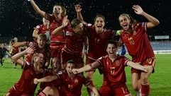 Sandra hat-trick sets up Spain-France final