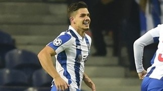 Porto punish Leicester to reach round of 16