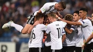 Germany back in contention with Bulgaria win