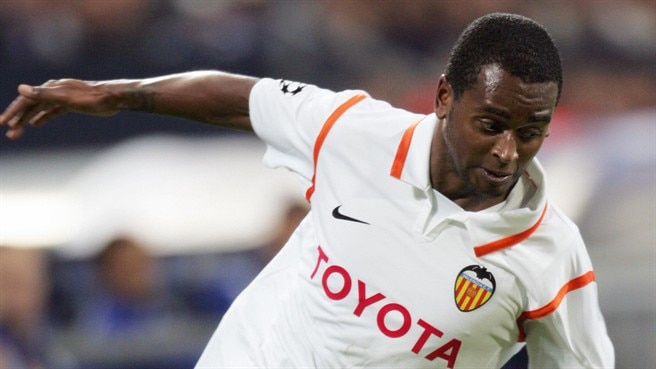 Miguel extends Mestalla stay