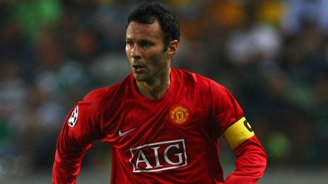 Giggs eyes place in 100 club