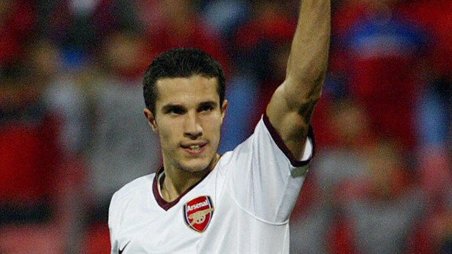 Van Persie extends Arsenal run