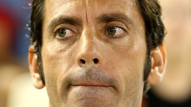 Valencia part with Sánchez Flores
