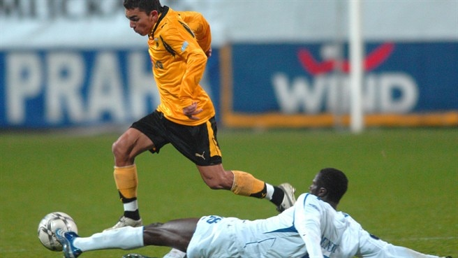 Nsaliwa puts AEK on the brink