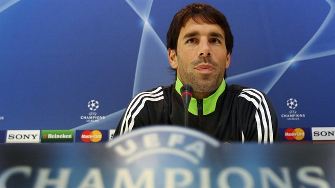 Van Nistelrooy expects epic in Madrid