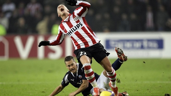 Early strikes leave PSV on pole