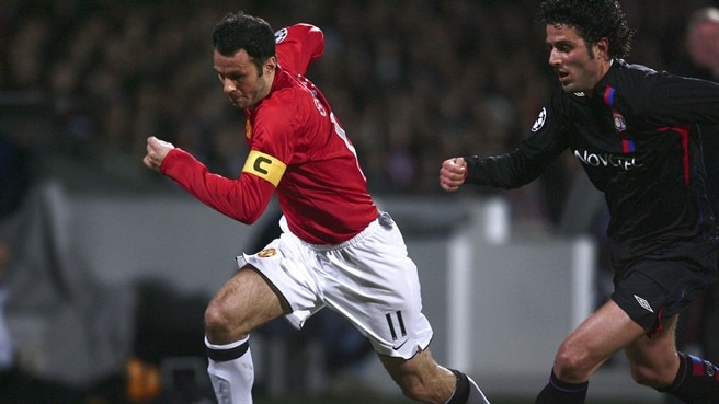 Giggs signs up for 100 club in Lyon
