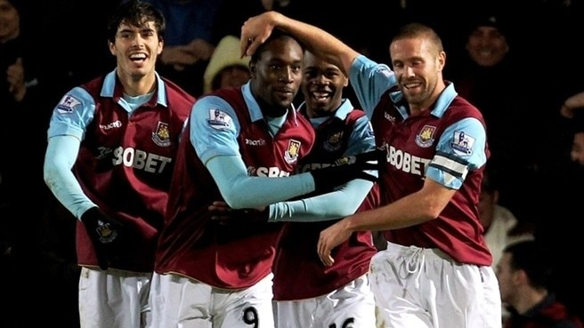Ten-man West Ham edge Birmingham in first leg