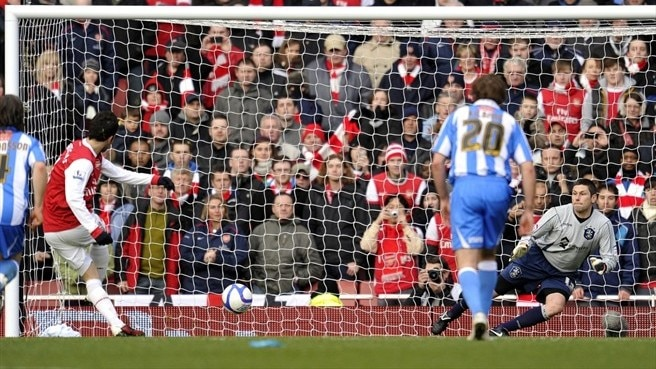 Fàbregas rescues Arsenal but City held
