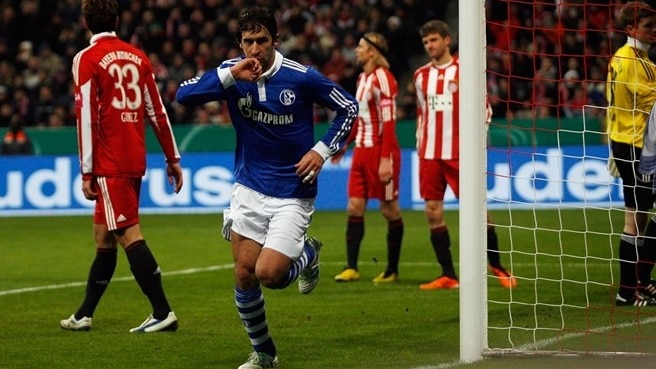 Raúl on target as Schalke oust Bayern
