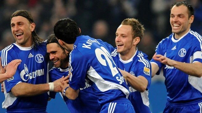 Schalke hit Bundesliga summit