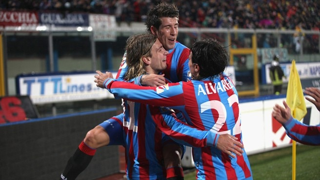 Catania throw title race wide open